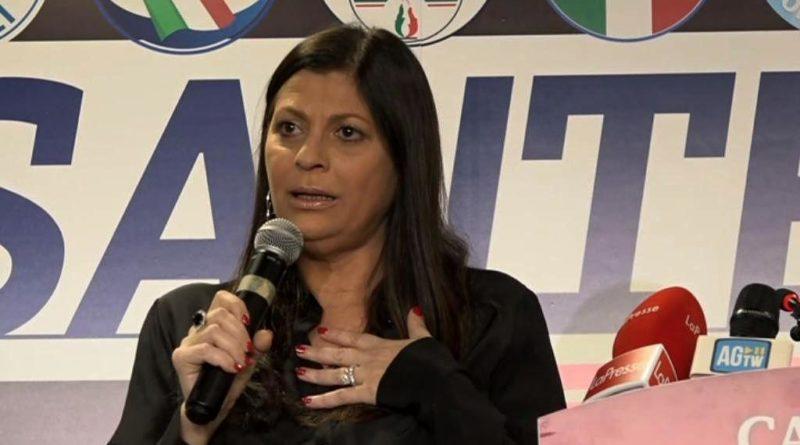 """Migranti positivi al Covid, Santelli scrive a Conte: """"intervenga il Governo, altrimenti vieterò gli sbarchi in Calabria"""""""