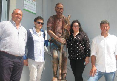 """Cellara, una scultura dedicata """"Al Lavoro"""" realizzata dall'artista Ferdinando Gatto"""