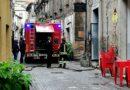 Rogliano, fulmine colpisce canna fumaria e innesca principio di incendio in un locale di Corso Umberto